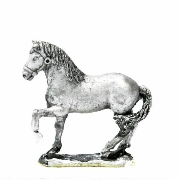Horse, unarmoured, left foreleg raised